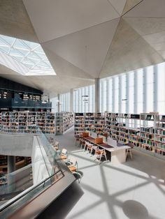 Designed by Atelier Oslo and Lundhagem, this five-storey building contains space for 450,000 books wrapped around a large, top-lit atrium that connects the floors and breaks them into smaller spaces. Modern Library, Library Design, Lund, Oslo S, Studio Mumbai, Exposed Concrete, Central Library, Built Environment, Brutalist