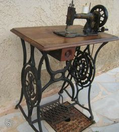 1000 images about classic singer on pinterest singer sewing machines treadle sewing machines. Black Bedroom Furniture Sets. Home Design Ideas