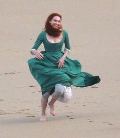 ROSS Poldark and Demelza share a steamy clinch which could mean they've saved their romance from being wrecked on the rocks. Poldark Season 4, Bbc Poldark, Poldark 2015, Demelza Poldark, Poldark Series, Ross Poldark, Larp, Ross And Demelza, Aidan Turner Poldark