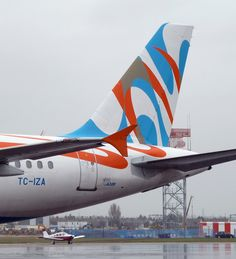 IZAIR Airbus A 320 @ SEN (Ceased) #jorgenca