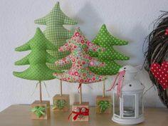 Tannenbaum aus Stoff mit Holzfuß (grün)