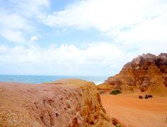 Falésias na Praia do Gunga, Bahia, Brasil