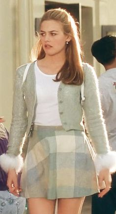 Alicia Silverstone as Cher Horowitz in Clueless Fashion Guys, Clueless Fashion, 2000s Fashion, Look Fashion, Cher Clueless Outfit, Clueless 1995, Dionne Clueless Outfits, Cher From Clueless, Fashion In The 90s