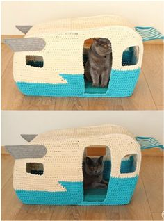 You are going to love this Crochet Cat Cave Free Pattern and it's just one of many awesome ideas in our post. Crochet Cat Toys, Crochet Owls, Crochet Food, Cute Crochet, Crochet Animals, Crochet Crafts, Crochet Yarn, Yarn Crafts, Crochet Patterns