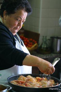 Mamma Agatával és csodálatos főzőiskolájával már foglalkoztam itt a blogon párszor (ez itt a fantasztikus citromos sütije, ez pedig a sztorija 1. és 2. rész), olyan maradandó az élmény, hogy feltétlenül javaslom mindenkinek a látogatást, ha Nápoly, Amalfi, Positano, Sorrento…