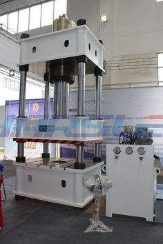 Dear Friend : I am ivy. Good day for you This is our Four column Hydraulic press machine of 100T We will send it to Uganda . Querido amigo: Soy Ivy.Buen dia para usted Esta es nuestra máquina de la prensa hidráulica de cuatro columnas 100t Se la enviaremos a Uganda. If you have the interest, please contact me. My mail :ivy@harsle.com  My skype :ivyzhang1991826  My whatsapp:+86-15251795483 (also my Wechat number) Our website :www.harsle.com