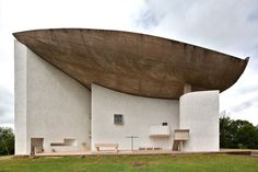 The chapel of Notre Dame du Haut in Ronchamp , completed in Le Corbusier Architecture Design, Education Architecture, Chinese Architecture, Modern Architecture House, Futuristic Architecture, Beautiful Architecture, Modern Houses, Architectes Zaha Hadid, Zaha Hadid Architects