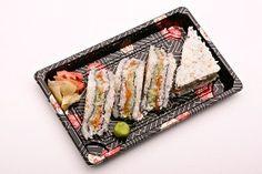 Morita sandwich - rice sandwich with fresh salmon, avocado and mayo Rice Sandwich Recipe, Sandwich Recipes, Salmon Avocado, Sushi, Sandwiches, Fresh, Ethnic Recipes, Food, Essen