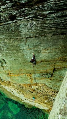 ...and it's only HVS! © allyrocke, Jun 2012 Route: Angel of Sharkness Climbers: Clement Hutin