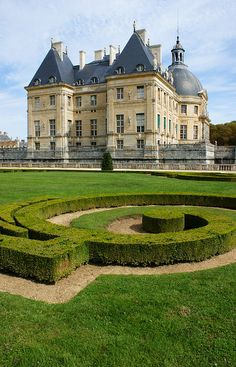 Swirling boxwood parterres at Chateau Vaux Le Vicomte