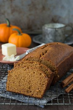 This Pumpkin Pound Cake recipe tastes just like Starbucks Pumpkin Pound Cake - takes 15 minutes to prep! Can be made in muffin, mini muffin or mini loaf pans. Did you stock up on canned pumpkin yet? Delicious Desserts, Dessert Recipes, Yummy Food, Quick Dessert, Mini Muffins, Pumpkin Pound Cake, Pumpkin Loaf, Canned Pumpkin, Pumpkin Spice