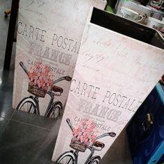 Paragueros bici, muy primaverales. www.lamparasyregalos.es #paragueros #bici #moda #lamparas #regalos #lamparasyregalos #regalosoriginales #regaloamiga #regalomama #decoracion #detalles #decoint #interiorismo #españa #paratodaespaña #bizkaia #jaen #badajoz #murcia #zaragoza #coruña #madrid #valencia #barcelona