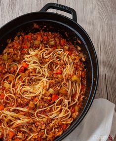 Spaghetti Bolognese Spaghetti Bolognese, Foodblogger, Italian Recipes, Pasta, Ethnic Recipes, Beef Fillet Recipes, Vegan Parmesan Cheese, Vegane Rezepte, Garbanzo Salad