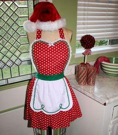 Mrs. Claus apron - needs pockets!