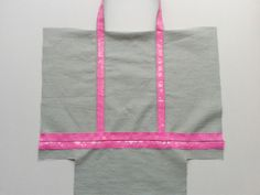 Tut bag VB way - Knitting 02 Vanessa Bruno Bag, Diy Bags Purses, Evolution T Shirt, Creation Couture, Couture Sewing, Couture Bags, Sewing Tutorials, Two Piece Skirt Set, Pouch