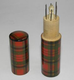 SUPERB RARE ANTIQUE VICTORIAN MAUCHLINE TARTAN WARE SEWING CROCHET NEEDLE SET