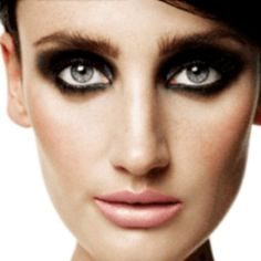 How to Avoid Raccoon Eyes When Applying Mascara - Tips to Prevent ...