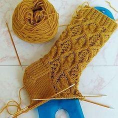 Knitting Patterns Gloves Ravelry: Harvest Moon Socks pattern by Raquel Gaskell Knitting Stitches, Knitting Socks, Hand Knitting, Crochet Socks, Knit Or Crochet, Stitch Patterns, Knitting Patterns, Patterned Socks, Textiles