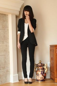 Business Casual Black and white always work Business Casual Attire, Business Outfits, Business Fashion, Professional Wardrobe, Work Wardrobe, Young Professional, American Apparel Skirt, Vogue, Work Attire