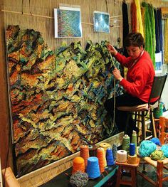Mary Goss in her studio weaving sideways with multiple types of yarns. Cotton, silk, linen, wool and metallic threads. Inspired in a bark from a maple tree. Weaving Textiles, Weaving Art, Tapestry Weaving, Loom Weaving, Hand Weaving, Sculpture Textile, Textile Fiber Art, Textile Artists, Textiles Techniques