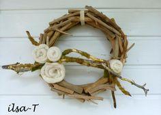 *edler Treibholzkranz mit weissen Rosen*    Dieser Kranz ist eine edle Dekoration für jede Türe oder auch die Wand.    Der Kranz aus Treibholz wurde m