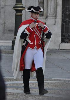 Guard royal Military Units, Military Police, Military Uniforms, Army, 18th Century Clothing, Royal Guard, Men In Uniform, Custom Dresses, Royal Fashion
