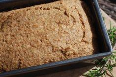 Koolhydraatvrij lijnzaadbrood met rozemarijn! Kan ook met kaneel en een beetje zoetstof of agave erdoor!