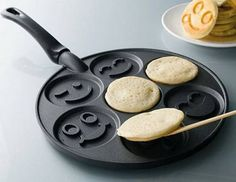 I want this funny face pancake maker!! :)