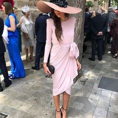 Love the pink Melbourne Cup Fashion, Derby Outfits, Outfits With Hats, English Dress, Royal Clothing, Classy Women, Ladies Day, The Dress, Dress To Impress
