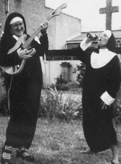 Rock 'n' Roll Nuns ~ love it! Rock N, Rock And Roll, Vintage Photography, White Photography, Funny Photography, Commercial Photography, Newborn Photography, Photography Tips, Portrait Photography