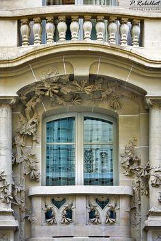 Paris, Art Nouveau (1907), 6 rue de Messine, VIIIe  Immeuble de Jules Lavirotte, sculptures de Léon Binet