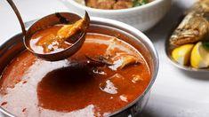 A szegedi, balatoni, a szigetközi, a bajai, a határontúli, a bográcsos és az éttermekben készült hallevesek mind-mind különböznek, egyvalami azonban tény: a mélypiros őrölt paprika, a friss hal és a bor nem maradhat ki a jó halászléből. Hungarian Recipes, Hungarian Food, Metroid, Chana Masala, Street Food, Thai Red Curry, Cooking, Ethnic Recipes, Desserts