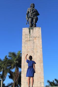 Devant le mémorial pour Che Guevara à Santa Clara - Work-toptrendpin. Castro Cuba, Fidel Castro, Vinales, Cuba Santa Clara, Ernesto Che Guevara, Viva Cuba, Cuba Travel, Road Trip, Havana Cuba