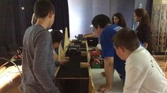 Cuatro centros de enseñanza, de los 42 que toman parte en Ciberlandia, abrieron este miércoles en el Museo Elder la fase avanzada del proyecto, que este año celebra su cuarta edición en Gran Canaria. Ciberlandia pretende fomentar entre los jóvenes el interés por la ciencia y la tecnología a través de la robótica.