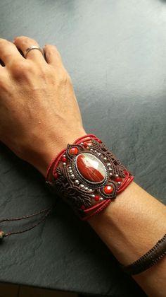 Bracelet manchette en macramé et pierres fines. Jaspe rouge. Sael création