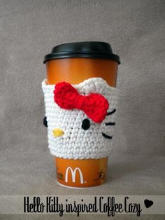 i want to learn how to crochet just to do projects like this -Hello Kitty inspired Coffee Cup Cozy Pattern Coffee Cozy Pattern, Crochet Coffee Cozy, Coffee Cup Cozy, Crochet Cozy, Mug Cozy, Crochet Motifs, Crochet Crafts, Yarn Crafts, Hand Crochet