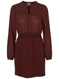 Pretty in Bordeaux. Wear this VERO MODA dress with a coat and boots.