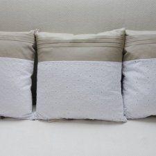 Poduszka dekoracyjna artystyczna z zakładkami i haftem KakaduArt