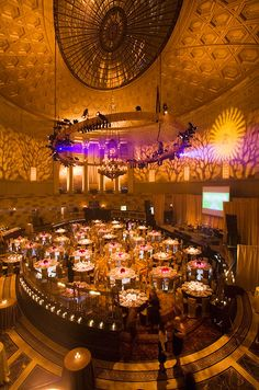 More than just illuminating a room, imaginative and well-planned lighting will establish your ideal environment, transforming your wedding from ordinary to extraordinary.