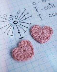 Marque-pages Au Crochet, Crochet Bows, Crochet Diagram, Crochet Patterns Amigurumi, Crochet Doilies, Crochet Flowers, Crochet Stitches Patterns, Crochet Designs, Hand Embroidery Flowers