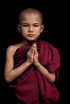 Children, Novice Monk Mandalay, Burma/Myanmar photo by Steve McCurry We Are The World, People Around The World, Beautiful Children, Beautiful People, Steve Mccurry Photos, Karma Yoga, Little Buddha, Buddha Buddhism, Buddhist Monk