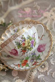 God, me, and a cup of tea. China Cups And Saucers, China Tea Cups, Teapots And Cups, Teacups, Hd Vintage, Vintage Tea, Vintage China, Keramik Vase, Tea Service