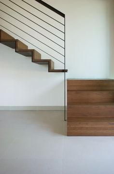 Looking for Staircase Design Inspiration? Check out our photo gallery of Modern Stair Railing Ideas. Staircase Metal, Cantilever Stairs, Staircase Railings, Staircase Design, Staircases, Banisters, Interior Stair Railing, Modern Stair Railing, Stair Handrail