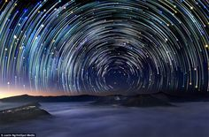 """Ngoạn mục cảnh các ngôi sao """"làm xiếc"""" trên trời"""