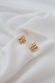 Diamond Studs /Halo Earrings / Diamond Stud Halo Earrings in Gold/ Cushion Cut Shape Diamond Stud Earrings/ Graduation Gift - Fine Jewelry Ideas Colar Fashion, Fashion Necklace, Fashion Jewelry, Gold Jewelry, Jewelery, Women Jewelry, Cheap Jewelry, Jewelry Case, Jewelry Shop