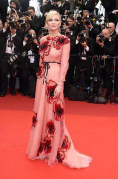 Kirsten Dunst en robe rose à fleurs Gucci sur-mesure et bijoux Chopard