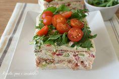 La torta salata fredda che vi propongo oggi e' perfetta perche' ha pochissime calorie e si fa in un attimo! La finirete in un attimo!