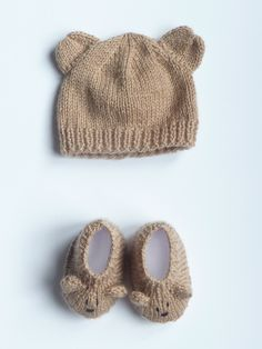so adorable! Baby Knitting Patterns, Baby Hats Knitting, Knitting For Kids, Baby Patterns, Booties Crochet, Baby Booties, Knit Crochet, Crochet Hats, Cute Baby Wallpaper