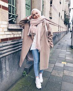 Trench coats with hijabi styling ideas – Just Trendy Girls – Hijab Fashion Modern Hijab Fashion, Street Hijab Fashion, Muslim Fashion, Modest Fashion, Fashion Outfits, Casual Hijab Outfit, Hijab Chic, Modest Wear, Modest Outfits