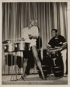 This photo was taken of Eartha during a rehearsal at El Rancho Vegas in Las Vegas. Since she does not gamble, Eartha is one of the few who returns with more money than when she arrived. Top 10 Hits, Eartha Kitt, Vintage Black Glamour, Vintage Hollywood, Hollywood Music, Classic Beauty, Celebrity Gossip, Comedians, American History